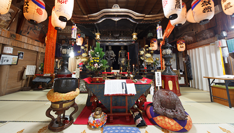 国宝・重要文化財の観音様 祈りを捧げる